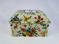 74) Good Art Deco period Royal Winton ceramic Chintz musical trinket box Est. £20-£30