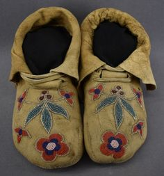 CREE INDIAN MOCCASINS American Indian Art, American Indians, Cree Indians, Native American Moccasins, Concho Belt, Auction Items, Historical Pictures, Wild West, History