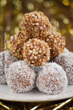 Kucharzenie i Pieczenie: Trufle a`la ferrero rocher Slovak Recipes, Russian Recipes, Sweet Desserts, Delicious Desserts, Baking Recipes, Cake Recipes, Sweet Little Things, Polish Recipes, Christmas Baking