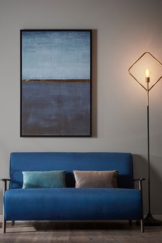 Inspirado en el diseño Mid Century, el sofá Meghan de 2 plazas se caracteriza por su estructura vista en madera de fresno con acabado wengué y su tapizado en terciopelo. Su estilo lo hace el complemento perfecto para añadir elegancia y personalidad a cualquier interior, ya que además está disponible en tres colores para que combinarlo sea de lo más fácil. #sofa  #estilo #diseño #salón #design Better Together, Office Interiors, Interior Design Inspiration, Decoration, Art Deco, Couch, Ajouter, Furniture, Barbie