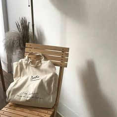 Image about photography in Marigold by instagram;@goldenhierarchy Cream Aesthetic, Brown Aesthetic, Aesthetic Themes, Aesthetic Photo, Aesthetic Pictures, Aesthetic Bags, Aesthetic Korea, Aesthetic Light, Aesthetic Coffee