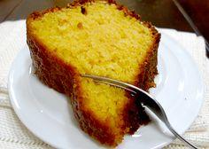 Ingredientes: Ingredientes , 5 ovos , 1 laranja com casca cortada em 4 (elimine a parte branca do meio) , 1 copo (140 ml) de óleo , 2 xícaras de açúcar , 2 xícaras de farinha , 1 colher de sopa de fermento para bolo , *cobertura: , 50 ml de suco de laranja , 1 colher de sopa de açúcar