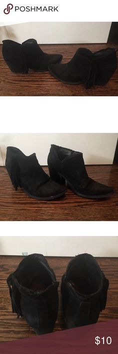 Sam Edelman suede black fringe ankle boots Sz 9 These are super comfy and versatile fringe boots! In fair pre owned condition with scuffs and signs of wear throughout (please refer to images), still has a lot of life in them! True to size, slip on style, not tabs Sam Edelman Shoes Ankle Boots & Booties