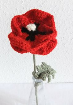 ❀ ✿ ✾ ❁ Crochet Flowers and Applique items. Useful for hats, Teapot cosies and mug snugs. And anything else you want to fancy up a bit crochet poppies Knitted Flowers, Crochet Flower Patterns, Crochet Motif, Crochet Hooks, Knit Crochet, Knitting Patterns, Fun Patterns, Knitted Poppies, Crochet Crafts