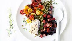 Zin in een winterse salade? Maak dan deze variant met geitenkaas, linzen, geroosterde bietjes en cherrytomaatjes…