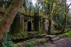 El Castillo de Aldán, en Cangas, también conocido como Casa Torre de Aldán, Bosque encantado o Finca del Conde es una de esas visitas indispensable que pod