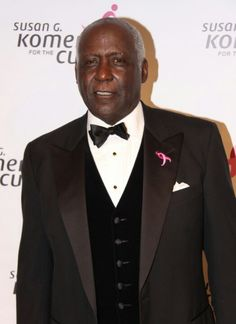 Richard Roundtree Photos - Celebrities at the Susan G Koman Race for the Cure Gala at the Kennedy Center for Performing Arts in Washington, DC on September Pictured: Richard Roundtree - Susan G Koman Gala in DC Richard Roundtree, Black Celebrities, Celebs, Fine Black Men, African American Culture, Advanced Style, Black Artists, People Of The World, Well Dressed Men