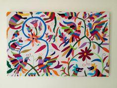Marco tapizado con bordado a otomí tejido a mano. 50 x 80 cm