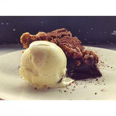 Chocolate Bourbon Hazelnut Pie - Vanilla Ice Cream  #akasharestaurant #dessertfirst #pie #chocolate #culvercity #special @akasharichmond @mes_mots_doux #Padgram