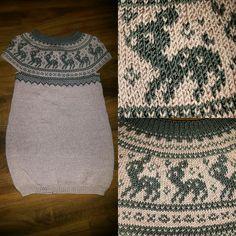 Mariuskjole med rådyr, strikket kjole , knitted dress