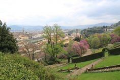 The wonderful Bardini Garden, which provides one of the most beautiful views of the city of Florence, is situated only a few hundred metres from Costa San Giorgio and the back gate of the Boboli Gardens