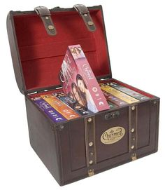 Such an awesome chest. I already have the seasons though, bummer! Serie Charmed, Charmed Tv Show, Best Gifts, Witches, Seasons, Nice, Awesome, Box, Christmas