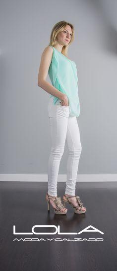 Tu blusa en verde aguamarina te viene bien, que te cueste solo 35 € te viene mejor.  Pincha este enlace para comprar tu blusa en nuestra tienda on line:  http://lolamodaycalzado.es/primavera-verano/580-blusa-de-tirantes-aguamarina-salsa.html