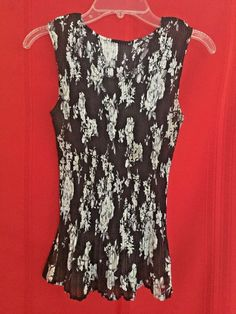 Fashion Top One Size Fits All Tiny Pleats Black White Floral Ruffled Bottom Deep #Unbranded #TankCami #Career