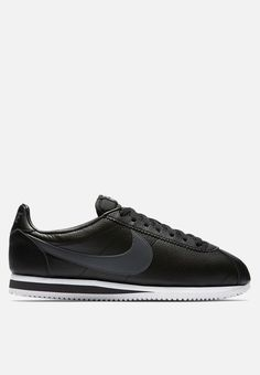 Durable and comfortable, but not at the expense of style, the Classic Cortez sneaker is a beloved throwback. It features a leather midsole for lightweight cushioning along with a leather upper. Pair these kicks with fitted jeans and an oversized tee for a casual look. Grey And White, Dark Grey, Black, Nike Classic Cortez Leather, Oversized Tee, Casual Looks, Kicks, Sneakers Nike, Pairs