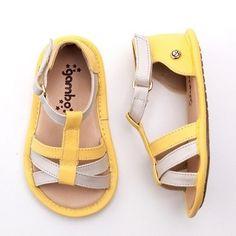 da63a9500f032 A Laranjeiras Kids é uma loja de calçados infantis masculinos e femininos