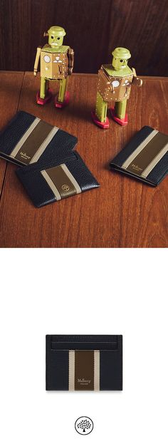 Shop the Credit Card Slip in Midnight, Chalk & Moss Small Classic Grain Leather at Mulberry.com. A practical design featuring four slots for credit and business cards. A concealed slim middle slip pocket is ideal for receipts or tickets.