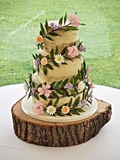 Floral Garland wedding cake by Ellie @ Ellie's Elegant Cakery - http://cakesdecor.com/?utm_content=bufferae4f6&utm_medium=social&utm_source=pinterest.com&utm_campaign=buffer...