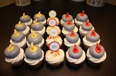 Curling Rocks Cupcakes Set via No Bake Desserts, Delicious Desserts, Cupcake Cakes, Cupcakes, Cupcake Ideas, Sport Cakes, Crazy Cakes, Food Themes, Party Snacks