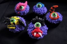These are some of the coolest monster cupcakes I've seen - great for a Halloween party. Monster Cupcakes, Monster Party, Fun Cupcakes, Cupcake Cookies, Decorated Cupcakes, Cupcake Bakery, Cupcake Wars, Monster Mash, Halloween Goodies