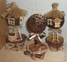 Кофейные избушки Christmas Wreaths, Christmas Crafts, Christmas Ornaments, Diy Home Crafts, Arts And Crafts, Coffee Bean Art, Deco Cafe, Pot Pourri, Clay Jar