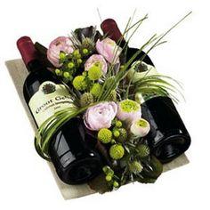 Wine Bottle Gift, Wine Gifts, Bottle Art, Beautiful Flower Arrangements, Floral Arrangements, Creative Gifts, Cool Gifts, Easy Gifts, Art Floral Noel