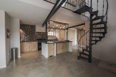 Furniture handle: in Dark Bronze (DB, FAMA collection) Design & execution: Atelier Op Zolder Farm Villa, Window Handles, Furniture Handles, Bronze, Concrete Floors, Home Look, Interior Architecture, Creative, Facade