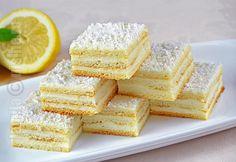 Prajitura Alba ca zapada este una dintre cele mai iubite si populare prajituri. Era facuta frecvent de mamele si bunicile noastre pentru ca se facea uso...