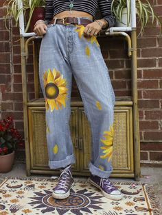 Painted Jeans, Painted Clothes, Floral Denim, Blue Denim, Cute Jeans, Mode Outfits, Aesthetic Clothes, Aesthetic Art, Diy Clothes