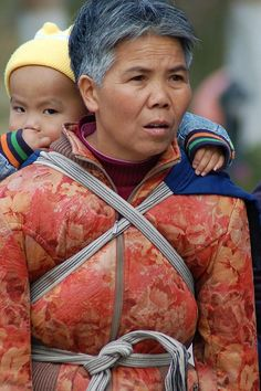 I love seeing babywearing photos from around the globe :)