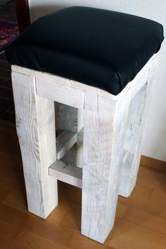 Barhocker DIY aus alten Balken vom Bau