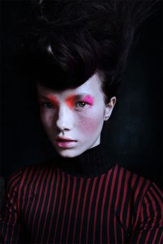 This make up is delicious - bring the fluo back