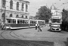 V34 nr. 020 linia 19 Pta Sf. Vineri 07.10.1977 © Serban Lacriteanu Bucharest, Socialism, Public Transport, Romania, Transportation, Street View, Memories, Buildings, Profile