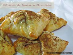 |Ingredientes:   . 6 quadrados de massa folhada fresca (15x15 cm)  . 2 bananas  . dulcicreme chocolate  q.b.  . dulcibrilho frio neutro ...