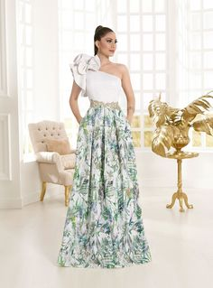 Vestidos largos estampados colección 2018 Vertize Gala Elegant Dresses Classy, Classy Dress, Pretty Dresses, Beautiful Dresses, Gala Dresses, Lace Evening Dresses, Evening Gowns, Strapless Dress Formal, Indian Wedding Gowns