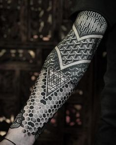 Check out the latest tattoos designs and ideas of Blackwork Tattoos. Check out the History of Blackwork Tattoos and its images. Fake Tattoos, Leg Tattoos, Body Art Tattoos, Tattoos For Guys, Sleeve Tattoos, Sleeve Tattoo Designs, Geometric Tattoos Men, Geometric Sleeve Tattoo, Geometric Tattoo Design
