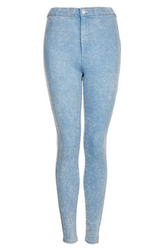 High waisted acid wash jeans can be tricky to pull off but wearing a longer sweater over the waist can make it easier.  Topshop Joni Acid Wash High Waist Skinny Jeans in Blue (Blue Acid)   Chasing Life