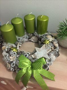 Christmas Advent Wreath, Christmas Candle Decorations, Christmas Swags, Xmas Tree, Christmas Time, Christmas Crafts, Mery Crismas, Theme Noel, Handmade Christmas