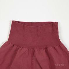 Pantalón baggy rojo de popelín para bebé de 1 + In The Family. #baby #trousers #fashion #NeroliByNagore #SS14 #OneMoreInTheFamily