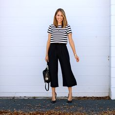 Today's Everyday Fashion: Culottes Striped crop top with black culottes Office Outfits, Casual Outfits, Fashion Outfits, Casual Dresses, Fashion Tips, Fashion Trends, Looks Chic, Casual Looks, Culotte Style