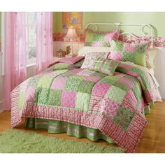 Pink and Green girls bedroom decor.... Love the quilt