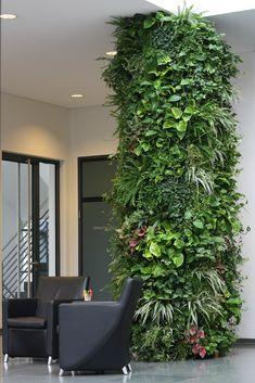 Vertikales Grün belebt jeden Raum- ein großer Vorteil hierbei ist die individuelle Planbarkeit. www.kremkau.de