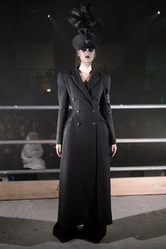 Gareth Pugh Fall 2017 Ready-to-Wear Fashion Show - Ana Cristina Plansky
