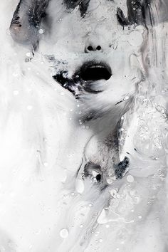 Januz Miralles creates abstract portraits of human figures by mixing multiple painting techniques with digital photo manipulation and photography. Art Inspo, Kunst Inspo, Inspiration Art, Art And Illustration, Portrait Illustration, Abstract Portrait, Abstract Art, Fine Art, Art Design