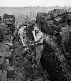 Turfgravers, de Peel (ca. 1948).....Martien Coppens. Old Scool, Working People, Working Men, Somewhere In Time, Life Is Tough, North And South America, Lest We Forget, Picture Credit, Eindhoven