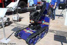MF-4。ロシア連邦で開催されたMAKS-2009なる航空ショーで公開されていたロボットシステムの一つ。マニピュレーターなどを搭載してEOD(爆発物処理)などの人が行うのは危険が伴うミッションに対応する。