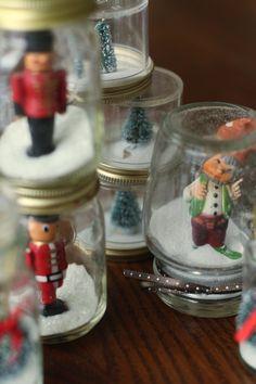 21 Creative Christmas Craft Ideas for The Family - Christmas Celebration - All about Christmas Mason Jar Christmas Decorations, Mason Jar Christmas Crafts, Diy Christmas Ornaments, Xmas Crafts, Diy Christmas Gifts, Simple Christmas, Handmade Christmas, Family Christmas, Decor Crafts