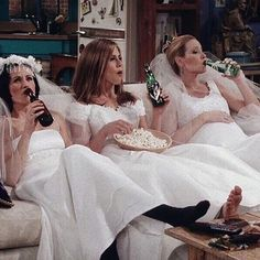 "Casual Girl's Night In for these ""Friends"" Serie Friends, Friends Moments, Friends Tv Show, Phoebe Buffay, Chandler Bing, Ross Geller, Rachel Green, The Cast Of Friends, Looks Kylie Jenner"