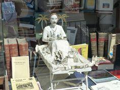 Book sculpture of Robert Louis Stevenson in the window of Main Point Books in Edinburgh. Non Fiction, Science Fiction, Mystery, Romance, Robert Louis Stevenson, Book Sculpture, Illustrations, Fantasy, Edinburgh