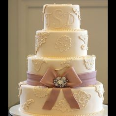 http://www.sweetmemoriesbakery.com/weddings/luxe-wedding-cakes/